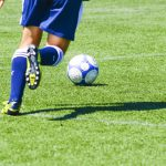 サッカーの試合、タオルで応援力をアップ!
